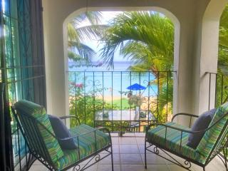 Affordable 4 bedroom villa right on the beach!, Paynes Bay