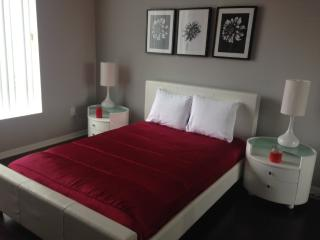 GORGEOUS 2 BEDROOM APARTMENT, West Hollywood