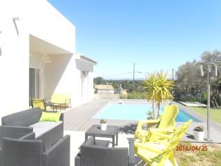 Beau studio avec wifi, piscine, parking fermé, Villeneuve-les-Avignon