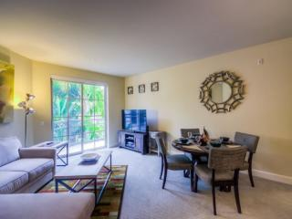 SPACIOUS AND FURNISHED 2 BEDROOM APARTMENT, Glendale