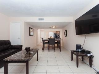 Sea Shell Villa 7, 2 Bedrooms, Ocean View, Pet Friendly, WiFi, Sleeps 6, Daytona Beach