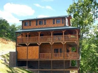 Champions Chalet 4BR/4BA Sleeps 18, Gatlinburg