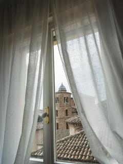 The double bedroom with breathtaking views of the Basilic of San Vitale