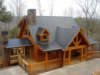 Peaceful & Rustic Log Cabin with the BEST MOUNTAIN, Ellijay