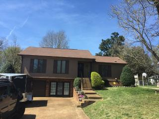 Beautiful 3 Bedroom House Nestled Between 2 Lakes, Nashville