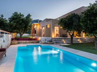 Ultra stylish 3bdrms villa, great pool & garden, Platanias