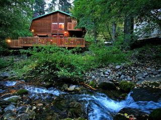 On the Stream, Large Deck, Hot Tub, Short Walk to Resort
