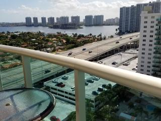 Penthouse across the beach w/ FREE Parking Miami !, Sunny Isles Beach
