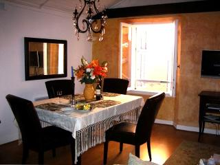 Beautiful 2 Bedroom in Heart of Old Village, Villefranche-sur-Mer