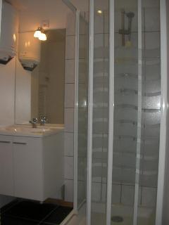 Salle d'eau carrelée Collioure Résidence du Soleil