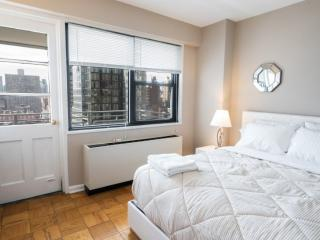 UPPER EAST SIDE - 2 BEDROOMS / 1 BATHROOM, New York