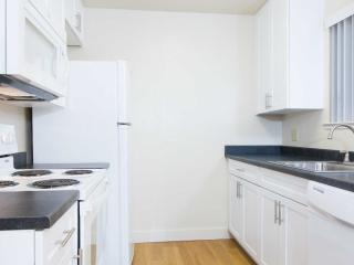 WONDERFULLY FURNISHED 1 BEDROOM, 1 BATHROOM APARTMENT, Union City