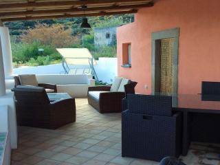 Bilocale sul mare con terrazzo 4 posti letto, Santa Marina Salina