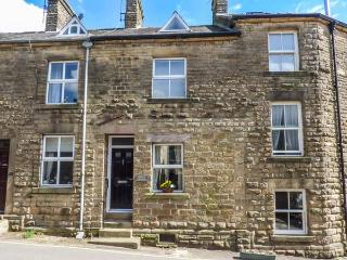 CORNER COTTAGE open plan, pet-friendly, village location, WiFi in Tideswell, Ref 931731