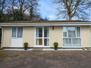 BROOK COTTAGE, pet-friendly bungalow, WiFi, patio, close Liskeard Ref 934296