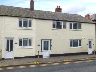 ROBIN, in town, close to amenities, woodburner, parking permit, in Ruthin, Ref 932024