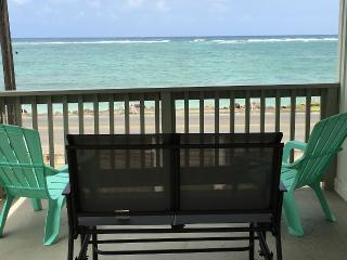 Relax and Enjoy a Beautiful Oceanfront Home, Hauula