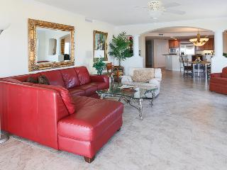 Luxurious oceanfront gated condo w 2 master suites