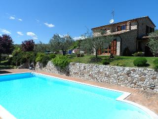 Villa Diana. Lovely house with pool.Quite place., Todi