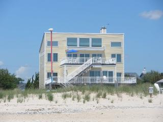 Grand Beach Home (Private Beach), Hampton