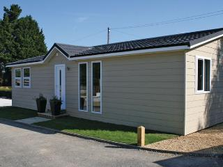 Deluxe Holiday Lodge With Hot Tub - Chiddingly, Golden Cross