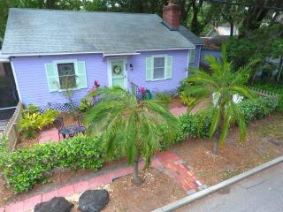 Historic Lavender Cottage 2Bl to Bay 5min to Beach, Clearwater