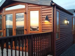 Self catering holiday lodge., Evie