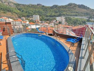 Penthouse with pool and sea view, Rafailovici
