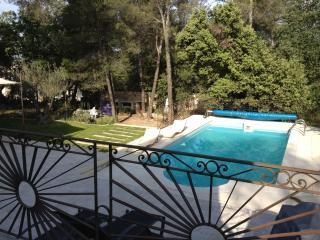 Superbe Villa pays dAix en Provence avec piscine