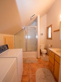 Guesthouse Bath with washer and dryer