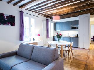 Into Paris Montparnasse apartment III