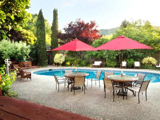 Luxurious Home with Pool in Tranquil Wooded Valley, Guerneville