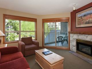 Aspens 2 Bedroom Condo: Steps Away from Gondola, Whistler