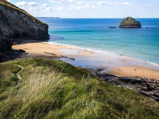 SUNNY CABIN, coastal views, sun-trap setting, woodburner, romantic retreat in Bossiney near Tintagel, Ref 14431