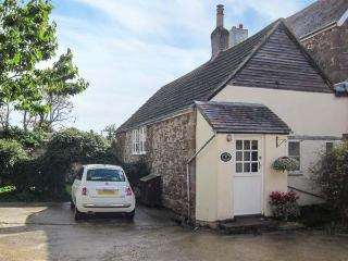 GRANARY COTTAGE, parking, enclosed lawned garden, in Newnham-on-Severn, Ref