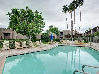 Recently remodeled, sunny condo with shared hot tub & pool!