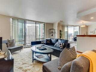 Junior penthouse, steps to Convention Center, and Pike Place. Shared pool access, Seattle
