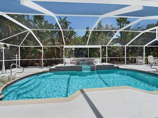 Villa Casa Blanca Heated pool, sleeps 6! Lovely Home!, Cape Coral