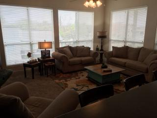 Lovely Spacious 4 BR 3.5 BA Townhouse Water Views, Horseshoe Bay
