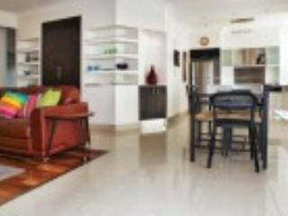 2 bedroom unit, Broadbeach