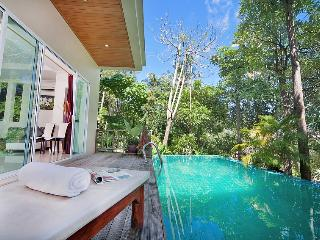 3 Bedroom Pool villa. 10 min walk to Karon beach