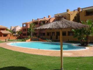 Poolside south facing bungalow, free wifi, roof terrace, satellite tv.