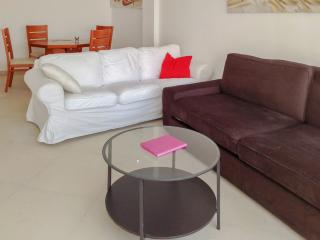 Bright flat with furnished balcony, Tel Aviv