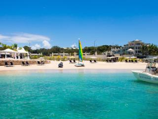 Port Ferdinand Luxury Resort, Fustic