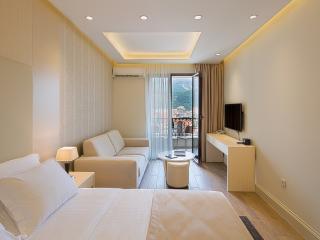 Studio apartment with sea view, Budva