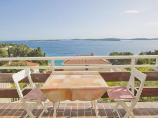 Penthouse Maksim Hvar. Close to beach, great view