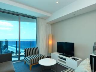 2 BEDROOM LUXURY 100 METRES FROM BEACH a23802, Surfers Paradise
