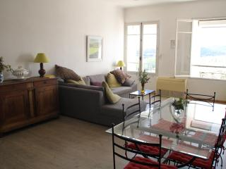 Apartment Cafeain overlooking the River Orb, Roquebrun