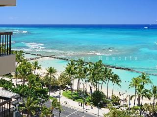 Waikiki Ocean View 2/2 Condo with A/C, WIFI, pool, parking, sleeps 6!, Honolulu