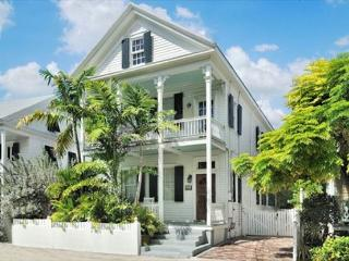 ORCHID OASIS - Colorful Luxury home in the heart of Old Town!, Key West